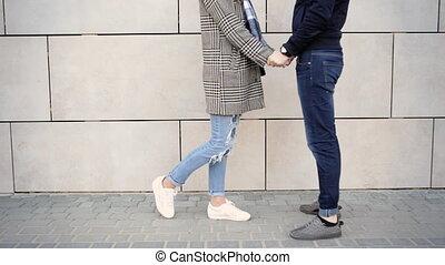 appareil photo, couple, jeune, conversation, rue, chaque, baisers, autre, heureux