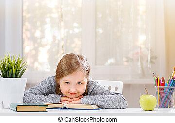 appareil-photo., regarde, étudiant, education, girl, concept, school., peu, séance, elle, brouillé, gai, mains, arrière-plan., table, tête, mettre
