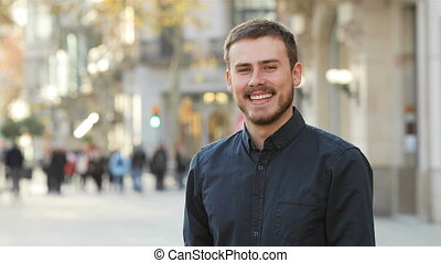 appareil photo, sourire, rue, homme