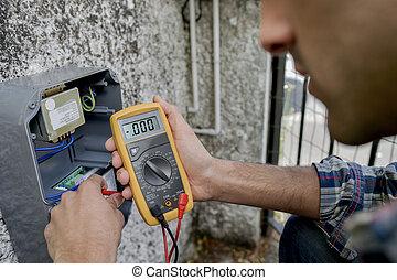 appareil, utilisation, électricien, voltmètre