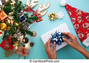 appartamento, donna, regalo, disposizione, involucro, natale, tema, box., vista superiore