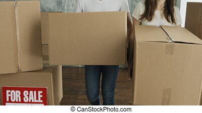 appartement, couple, jour, boîtes, porter, en mouvement, nouvelle maison, ou