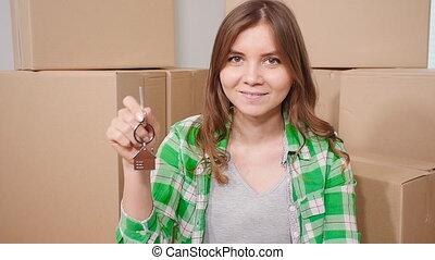appartement, jeune femme, clã©, nouveau, heureux