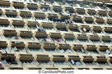 Appartments in Hong Kong with lot of windows and laundy hanging.