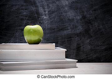 appel, bovenop, boekjes , met, chalkboard.