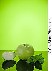 appel, met, munt, op, groene achtergrond