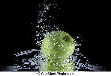 appel, water.