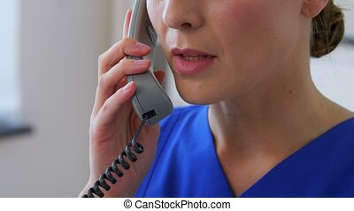 appeler, ou, docteur, infirmière, clinique, téléphone