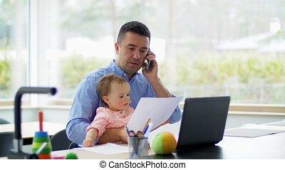 appeler, téléphone bureau, père, bébé, maison