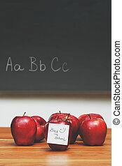 appeltjes , met, aantekening, op bureau, met, bord, in, achtergrond