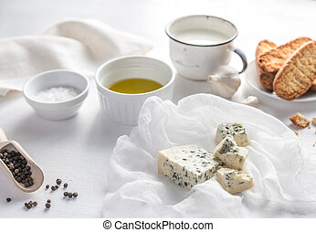 Appetizer with blue cheese and croutons