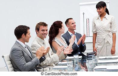 applaudir, présentation, collègue, donner, homme affaires, après