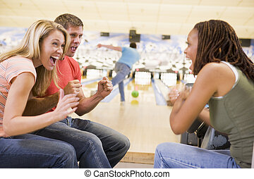 applaudissement, bowling, adultes, ruelle, jeune