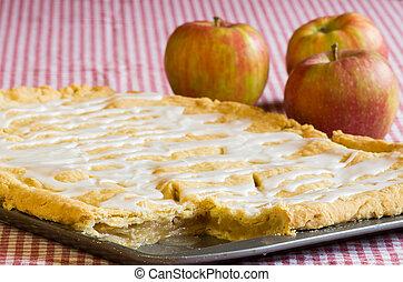 Apple slab pie with apples - A pan of apple slab pie on...