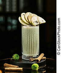 Apple smoothie with cinnamon and apple slices