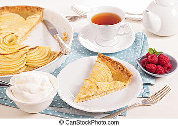 Apple tart with applesauce - Classic french apple tart with ...