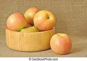 Apples in a wooden plate
