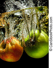 Apples in water with reflrction and splash