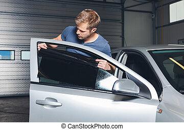applicare, tinteggiare, lamina, su di, uno, finestra automobile