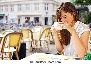 apprécier, café, femme, elle, arôme