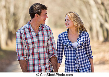 apprécier, couple, promenade, jeune, automne