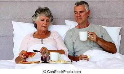 apprécier, couples mûrs, petit déjeuner