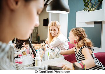 apprécier, fille, temps, leur, manucure, mère, élégant, blonde-haired