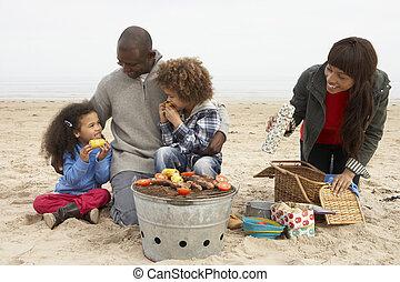 apprécier, plage, jeune famille, barbeque