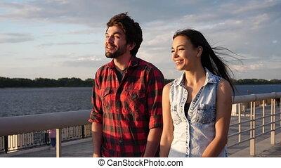 apprécier, rire., amour, marche, coucher soleil couples
