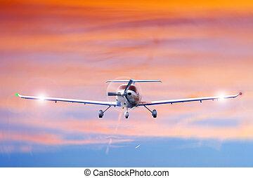 Approaching aircraft - Approaching propeller aircraft seen...
