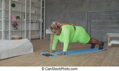après, femme, séance entraînement, épuisé, excès poids, mensonge, fatigué