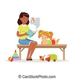 apreciar, pequeno, leitura, crianças, coloridos, sentando, upbringing, ou, enquanto, livro, banco, jardim infância, caráteres, escutar, menina, educação, professor, pré-escolar