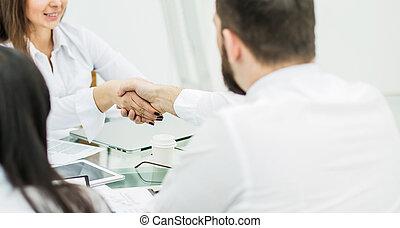 apretón de manos, después, financ, firma, director, cliente
