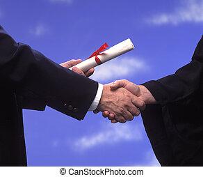 apretón de manos, diploma, graduación
