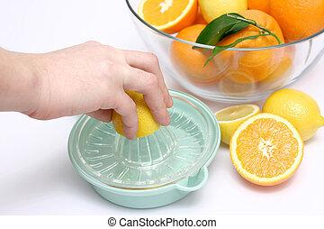 apretar, limón