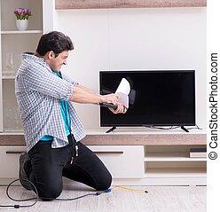 aprieto, hombre, televisión, tratar, roto