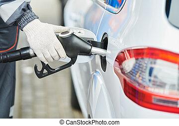 aprovisionamiento de combustible, combustible diesel, en, automóvil, en, gasolinera