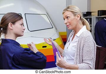 aproximadamente, falando, engenheiros, femininas, avião