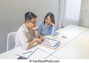 aproximadamente, financeiro, pessoas negócio, asiático, relatório, discutir