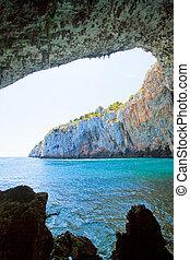 apulia, grotta, zinzulusa, -, wandern, unter, der, riesig, höhle, bogen, von, grotte, zinzulusa