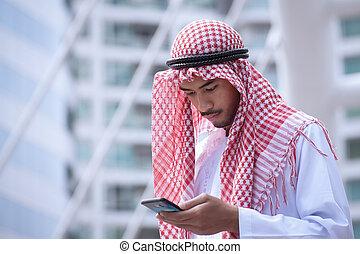 arab, üzletember, használ, sejt telefon, és, modern ügy, város, háttér