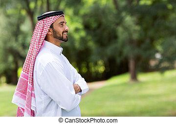 arabe, armes traversés, homme