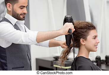 arabe, sideview, bouclé, sécher, client's, femme, hair., ...