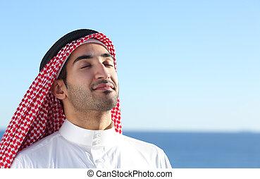 araber, saudiaraber, mann, atmen, tief, frische luft, in, der, sandstrand