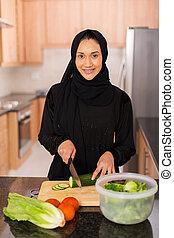 arabski, obiad, kobieta, młody, gotowanie