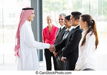 arabski, pracownicy, jego, uzgadnianie, biznesmen