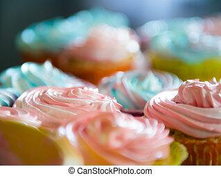 arany-, cupcakes, sülő, színes, muffin, egyezség, fogalom, házi készítésű, tükör, otthon, vendégszeretet, tálca, krém