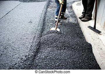 arbeider, met, schop, doen, handarbeid, op, wegenbouw
