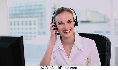 arbeitende , glücklich, anruf- mitte, agent