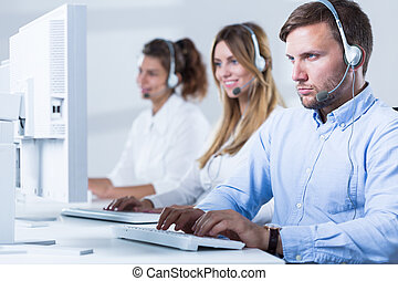 arbeitende , in, servicefachkraft
